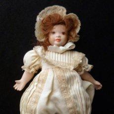 Muñecas Porcelana: PEQUEÑA MUÑECA DE PORCELANA. 20 CM.. Lote 146844650