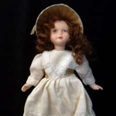 Muñecas Porcelana: PEQUEÑA MUÑECA DE PORCELANA. 16 CM.. Lote 146844846