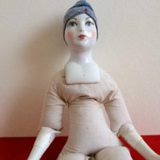 Muñecas Porcelana: MUÑECA ANTIGUA DE CERÁMICA 56CM. Lote 147135934