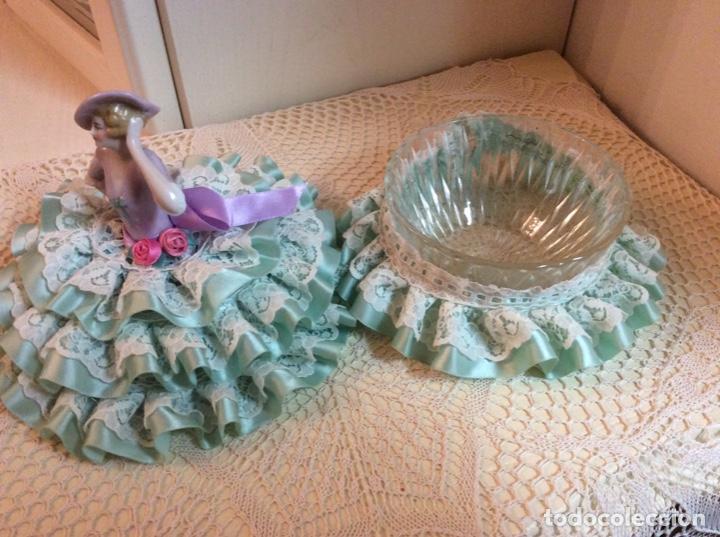 Muñecas Porcelana: Media Muñeca cubre bombonera o joyero, de porcelana inglesa con falda de raso y puntillas. - Foto 6 - 147605482