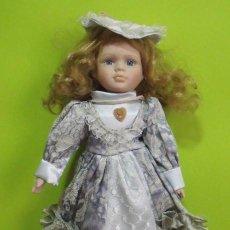 Muñecas Porcelana: MUÑECA PORCELANA CON VESTIDO. Lote 147753890