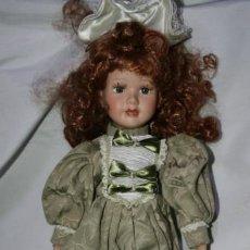 Muñecas Porcelana: MUÑECA DE PORCELANA A IDENTIFICAR, 40 CM DE ALTA. Lote 148237038