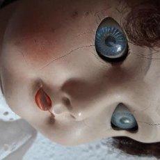 Muñecas Porcelana: MUÑECA ANTIGUA ANDADORA. Lote 148818822