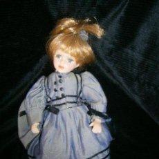 Porzellan-Puppen - MUÑECA DE PORCELA CON EXQUISITO VESTIDO - 151009702