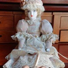 Muñecas Porcelana: ANTIGUA MUÑECA PORCELANA TELA AÑOS 50. Lote 151381166