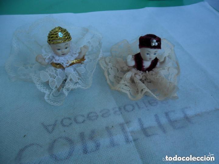Muñecas Porcelana: PAREJA DE MUÑEQUITOS SENTADOS DE PORCELANA - CON TRAJE TÍPICO - Foto 2 - 151631826