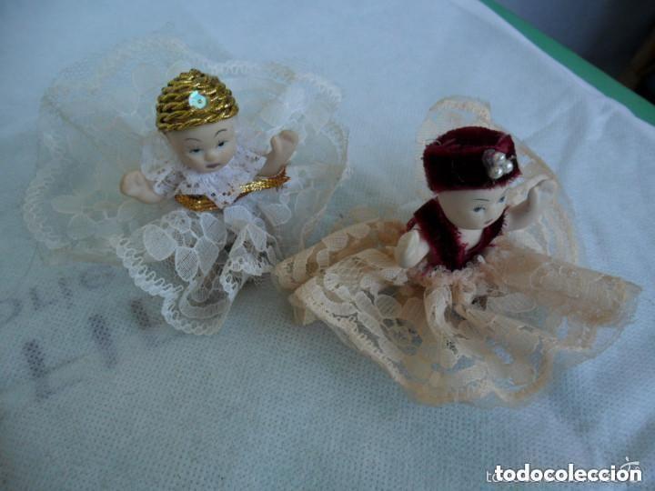 Muñecas Porcelana: PAREJA DE MUÑEQUITOS SENTADOS DE PORCELANA - CON TRAJE TÍPICO - Foto 4 - 151631826
