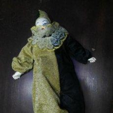 Muñecas Porcelana: MUÑECA DE PORCELANA PAYASO ARLEQUIN. Lote 152567402