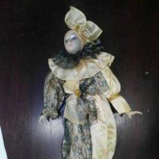 Muñecas Porcelana: MUÑECA DE PORCELANA PAYASO ARLEQUIN. Lote 152567462