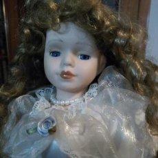 Muñecas Porcelana: MUÑECA PORCELANA 43CM OJOS CRISTAL RIZOS. Lote 154441677