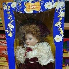 Muñecas Porcelana: MUÑECA DE PORCELANA DE SIMBA - SIN SACAR DE LA CAJA. Lote 155278826