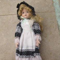 Muñecas Porcelana: MUÑECA CARA Y ESTREMIDADES DE PORCELANA DE OJOS FIJOS. Lote 158238422