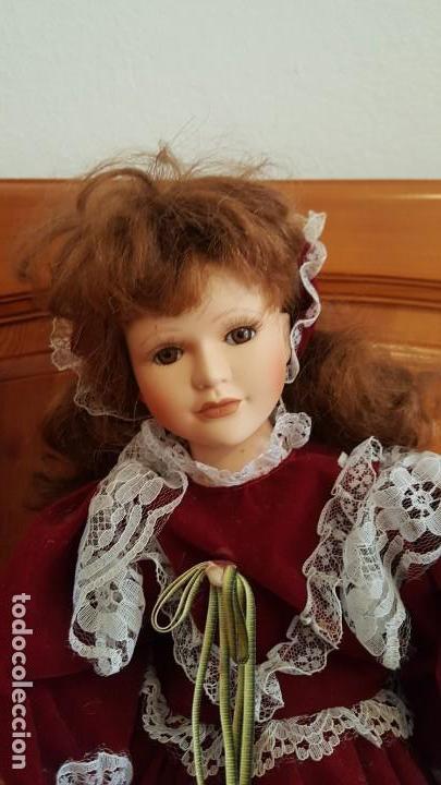 Muñecas Porcelana: ANTÍGUA MUÑECA. CARA BRAZOS Y PIERNAS DE PORCELANA. DISPONE DE BASE SOPORTE. AÑOS 50. - Foto 2 - 158304438