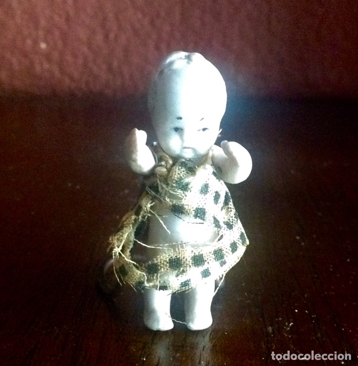Muñecas Porcelana: MINI MUÑECA DE PORCELANA DE 5 CM. VESTIDO ORIGINAL , BRAZOS ARTICULADOS EN MUY BUEN ESTADO - Foto 2 - 158360752