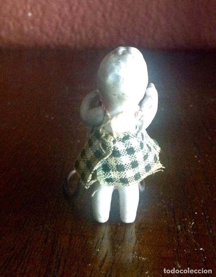 Muñecas Porcelana: MINI MUÑECA DE PORCELANA DE 5 CM. VESTIDO ORIGINAL , BRAZOS ARTICULADOS EN MUY BUEN ESTADO - Foto 3 - 158360752