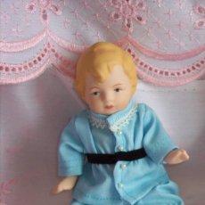 Muñecas Porcelana: MUÑECO DE PORCELANA CON VESTIDO AZUL. Lote 162281362