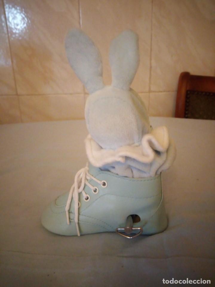 Muñecas Porcelana: Preciosa muñeca bebe de porcelana en bota de cuero azul conmusica,una nana, - Foto 3 - 167184720