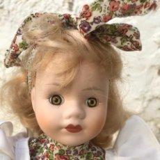Muñecas Porcelana: MUÑECA DE PORCELANA AÑOS 90. HECHA A MANO. Lote 168645232