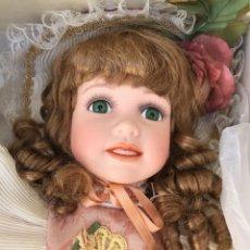 Muñecas Porcelana: MUÑECA DE PORCELANA REGAL ARTS. AÑOS 90. HECHA A MANO. Lote 168645584