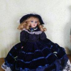 Muñecas Porcelana: PRECIOSA MUÑECA DE PORCELANA CON COJÍN POR DEBAJO.. Lote 170585640