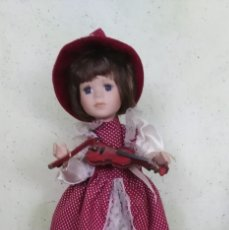 Muñecas Porcelana: MUÑECA DE PORCELANA Y MUSICAL, MEDIDA 30 CM,. Lote 170872705