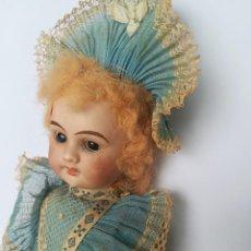Muñecas Porcelana: MUÑECA PORCELANA Y COMPOSICIÓN TIPO FLEISCHMANN CON ROPA ORIGINAL Y CAJA. Lote 172020407