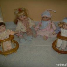 Muñecas Porcelana: LOTE DE 4 MUÑECAS DE PORCELANA. 1 A CUERDA CON MÚSICA Y MOVIMIENTO. NIÑO NIÑA REGAL ARTS ANDADOR. Lote 172862502