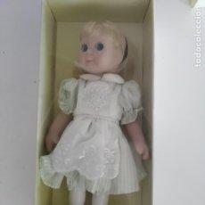 Muñecas Porcelana: ALICIA EN EL PAIS DE LAS MARAVILLAS, GOOGLY DE MUÑECAS DE CUENTO - CAJA ORIGINAL. Lote 174232377