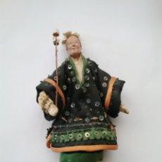 Muñecas Porcelana: MUÑECO CHINO DE TRAPO Y CARA DE PORCELANA CON TRAJE TÍPICO.. Lote 174285649