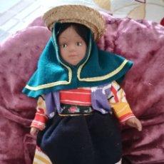 Muñecas Porcelana: MUÑECA CERÁMICA TÍPICA PAISES. Lote 175862482