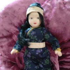 Muñecas Porcelana: MUÑECA CERÁMICA TÍPICA PAISES. Lote 175862509