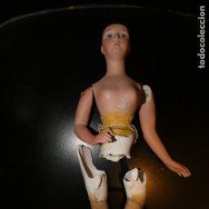 Muñecas Porcelana: BUSTO MUÑECA EN PORCELANA Y BRAZOS. PIERNAS EN ESCAYOLA. FALTA EL PELO. 30 CMS. PRINCIPIOS SIGLO XX . Lote 177132527