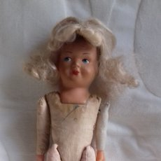Muñecas Porcelana: MUÑECA ANTIGUA DE CELULOIDE Y TRAPO CON ZUECOS . Lote 177470620