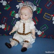 Muñecas Porcelana: MUÑECO DE PORCELANA CON VESTIDO BLANCO. Lote 177547354