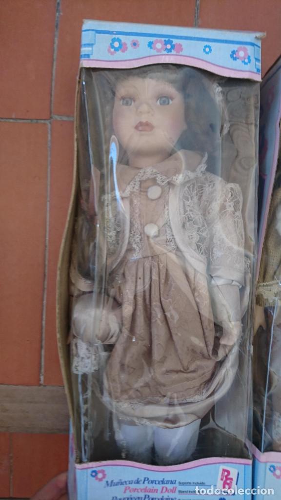 Muñecas Porcelana: ocasion coleccionistas dos antiguas muñecas de porcelana años 80 90 marca REGAL ARTS en su caja - Foto 2 - 178021575