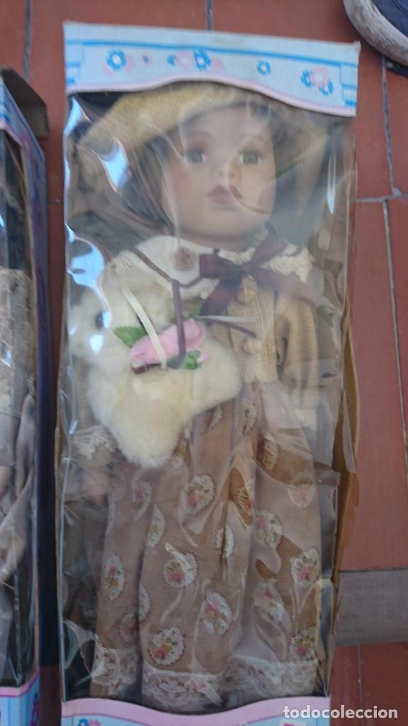 Muñecas Porcelana: ocasion coleccionistas dos antiguas muñecas de porcelana años 80 90 marca REGAL ARTS en su caja - Foto 3 - 178021575