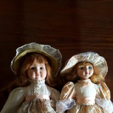 Muñecas Porcelana: BONITA PAREJA DE ANTIGÜAS MUÑECAS , VESTIDAS DE ÉPOCA .. Lote 178329337