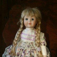 Muñecas Porcelana: MUÑECA DE PORCELANA CLASSIQUE ROSA NUMERADA. Lote 179319118