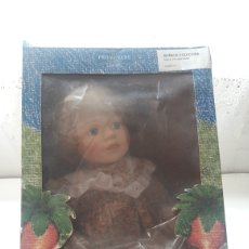 Muñecas Porcelana: MUÑECA PORCELANA ALICE PROMENADE EN CAJA. Lote 180104150