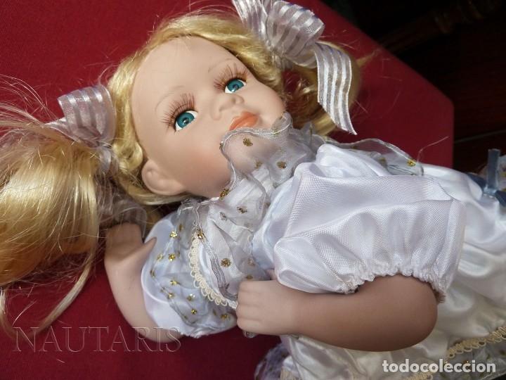 Muñecas Porcelana: Muñeca de porcelana tumbada en cojín (Alemania) - Foto 3 - 181740556