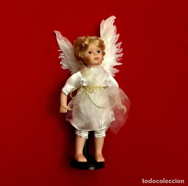 ANGEL DE PORCELANA ALEMANA CON ALAS DE PLUMAS NATURALES. (Juguetes - Muñeca Extranjera Moderna - Porcelana)