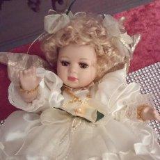 Muñecas Porcelana: MUÑECA ÁNGEL DE PORCELANA.CON MÚSICA Y SE MUEVE. PIEZAS NUEVAS.CALIDAD.MARCADAS..NAVIDAD..COMUNIÓN.. Lote 184221406