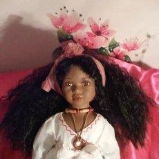 Muñecas Porcelana: MUÑECA PORCELANA.MULATA.CUBANA..NUEVA..NAVIDAD..COMUNIÓN.. Lote 184221715
