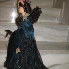 Muñecas Porcelana: GRAN MUÑECA DE PORCELANA. ALGUN DEFECTO. 67CM CON VESTIDO.. Lote 184260382