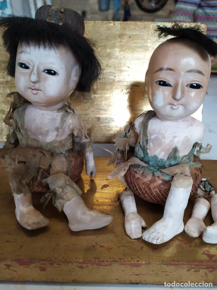 DOS MUÑECOS JAPONESES POSIBLEMENTE DEL SIGLO XIX CABEZA DE PASTA GOFUN ORIENTALES JAPÓN (Juguetes - Muñecas Extranjeras Antiguas - Porcelana Otros paises)