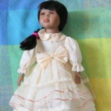 Muñecas Porcelana: MUÑECA DE PORCELANA MORENA . Lote 187544252