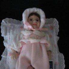 Muñecas Porcelana: PEQUEÑA MUÑECA DE PORCELANA. 20CM. YALDA.. Lote 189427395