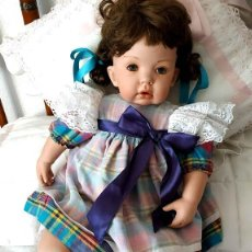 Muñecas Porcelana: TIBBY, LA GORDY MUÑECA DE PORCELANA ARTICULADA.. Lote 191410383