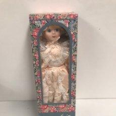 Muñecas Porcelana: MUÑECA PORCELAIN DOLL. Lote 191423147