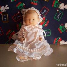 Muñecas Porcelana: BEBE DE PORCELANA BISCUIT CON CAPOTA Y PERLITAS. Lote 192037642